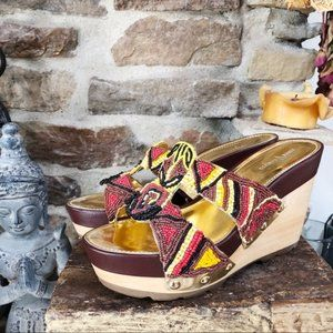 VINCE CAMUTO RED & YELLOW BEADED WEDGE HEEL 10